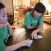 Десятилетний мальчик изобрел новую игру для своей сестры с аутизмом